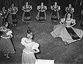 Eerste repetitie Hongaarse dansgroep in Amsterdam, Bestanddeelnr 907-0033.jpg