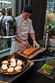 Eggs Benedict mit Avocado und hausgeräuchertem Lachs - panoramio.jpg