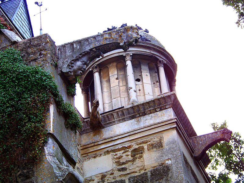 Tourelle d'escalier et gargouilles Renaissance