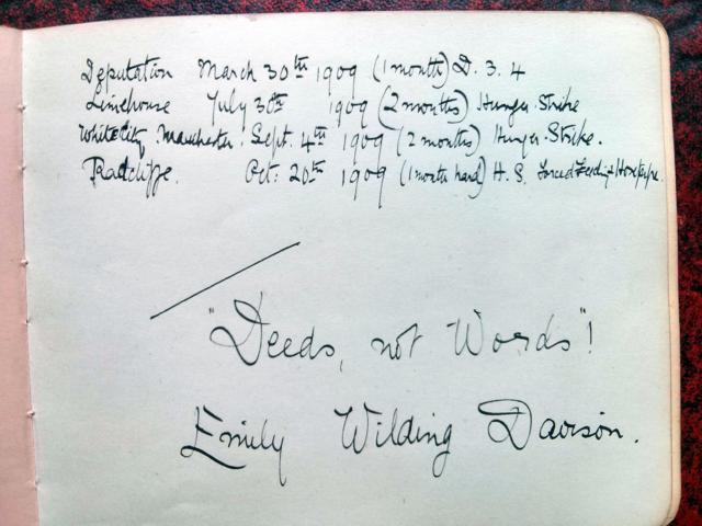 メイベル・キャッパーがサフラジェットのハンガーストライキをテーマにつくったスクラップブック(1909)にあるエミリー・ワイルディング・デイヴィソンの記載