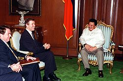 U.S. Ambassador to the Republic of the Philippines Thomas Hubbard (left) and Secretary of Defense William S. Cohen (center) visit with President Joseph E. Estrada (right) at Malacanang Palace, Philippines, on Aug. 3, 1998