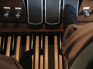 Crescendo pedal - Crescendo pedal of an Allen Protege AP-31 digital organ, indicated by the organist's right foot.