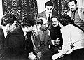 Fernando Nadra en Varsovia, 1950, primer Congreso de la Paz. A su lado, a la izquierda el heroe de la aviación soviética Alekséi Marésiev, cuya historia fue inmortalizada por Boris Polevoi en la novela Un hombre de Verdad.jpg