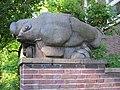 Fischfigur an der Schule Fraenkelstraße in Hamburg-Barmbek-Nord.jpg