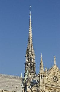 La flèche de la cathédrale Notre-Dame de Paris. (définition réelle 2004×3052)