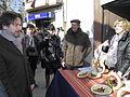 Flickr - Convergència Democràtica de Catalunya - Oriol Pujol visitant una parada de ceràmica a Balsareny.jpg