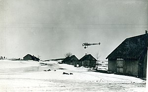 Fokker E.II - Fokker E.II/35 from Feldflieger Abteilung 14 preparing to land on the Eastern Front.