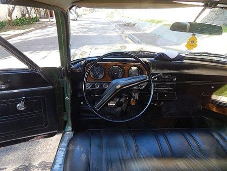 lateral del ford ranchero deluxe 1977 interior del modelo deluxe