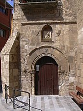 Fraga - Portal románico de la iglesia de san Pedro.JPG