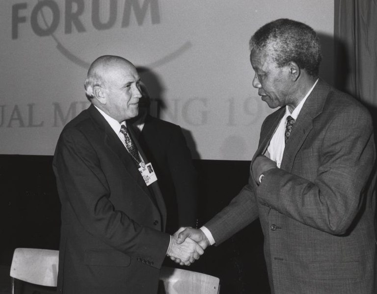 Ficheiro:Frederik de Klerk with Nelson Mandela - World Economic Forum Annual Meeting Davos 1992.jpg