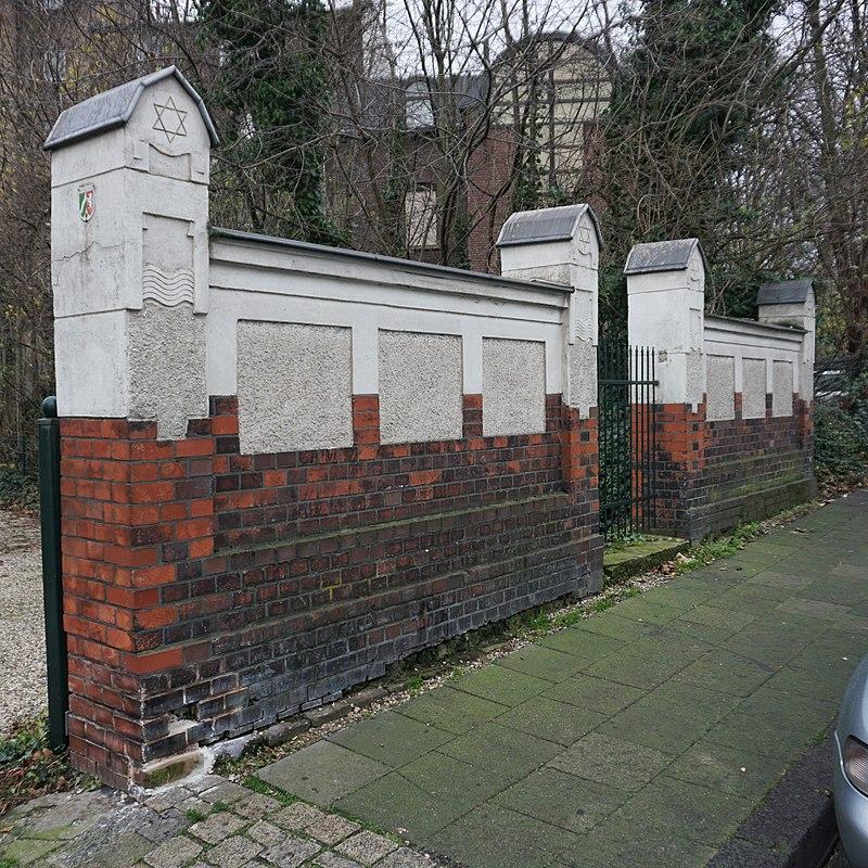 Friedhofsmauer ehemaliger jüdischer Friedhof Ruhrort.jpg