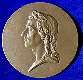 Vorderseite der Medaille von Stefan Schwartz zum 100. Todestag 1905, nach der Dannecker'schen Gips-Büste von 1794 (Quelle: Wikimedia)