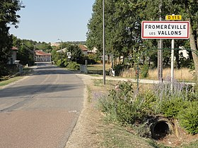 Fromeréville (Meuse) city limit sign.JPG