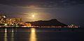 Full Moon over Diamond Head (4677269157).jpg