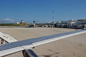 Flughafen Mykonos Reisef 252 Hrer Auf Wikivoyage