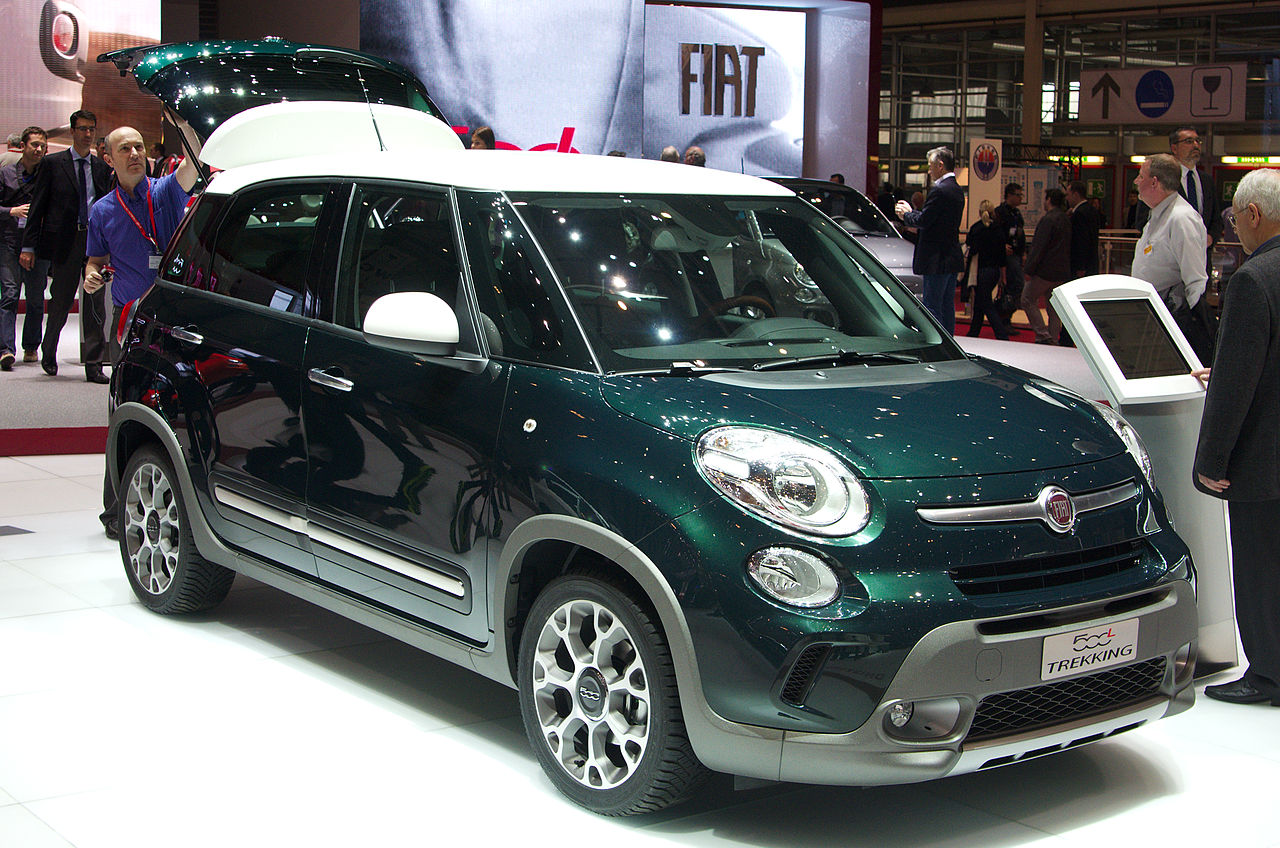 file geneva motorshow 2013 fiat 500l. Black Bedroom Furniture Sets. Home Design Ideas