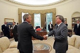 Davíð Oddsson - Davíð Oddsson with George W. Bush in the White House, 6 July 2004