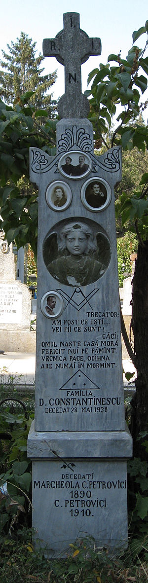 Freemasonry in Romania - Grave featuring Masonic imagery in Ghencea cemetery