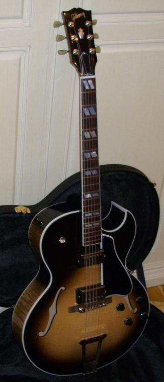 Gibson ES-175 - Image: Gibson ES 175 jl