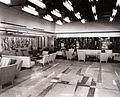 Grand salon de première classe du Paquebot France, structure aluminium, 1962.jpg