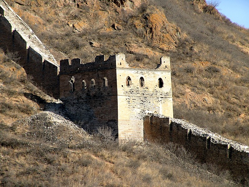 Datei:Great Wall unrestored Guard Tower.jpg