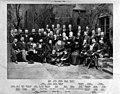 Gruppenbild Conrad Wilhelm Hase mit Familie und Schülern.jpg