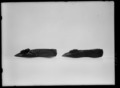 Höger dampumps av svart sidenatlas - Livrustkammaren - 60532.tif
