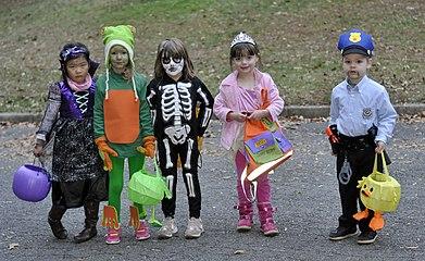 Halloween costumes - 1.jpg