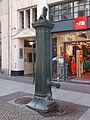 Handschwengelpumpe Neumarkt Leipzig 1.jpg