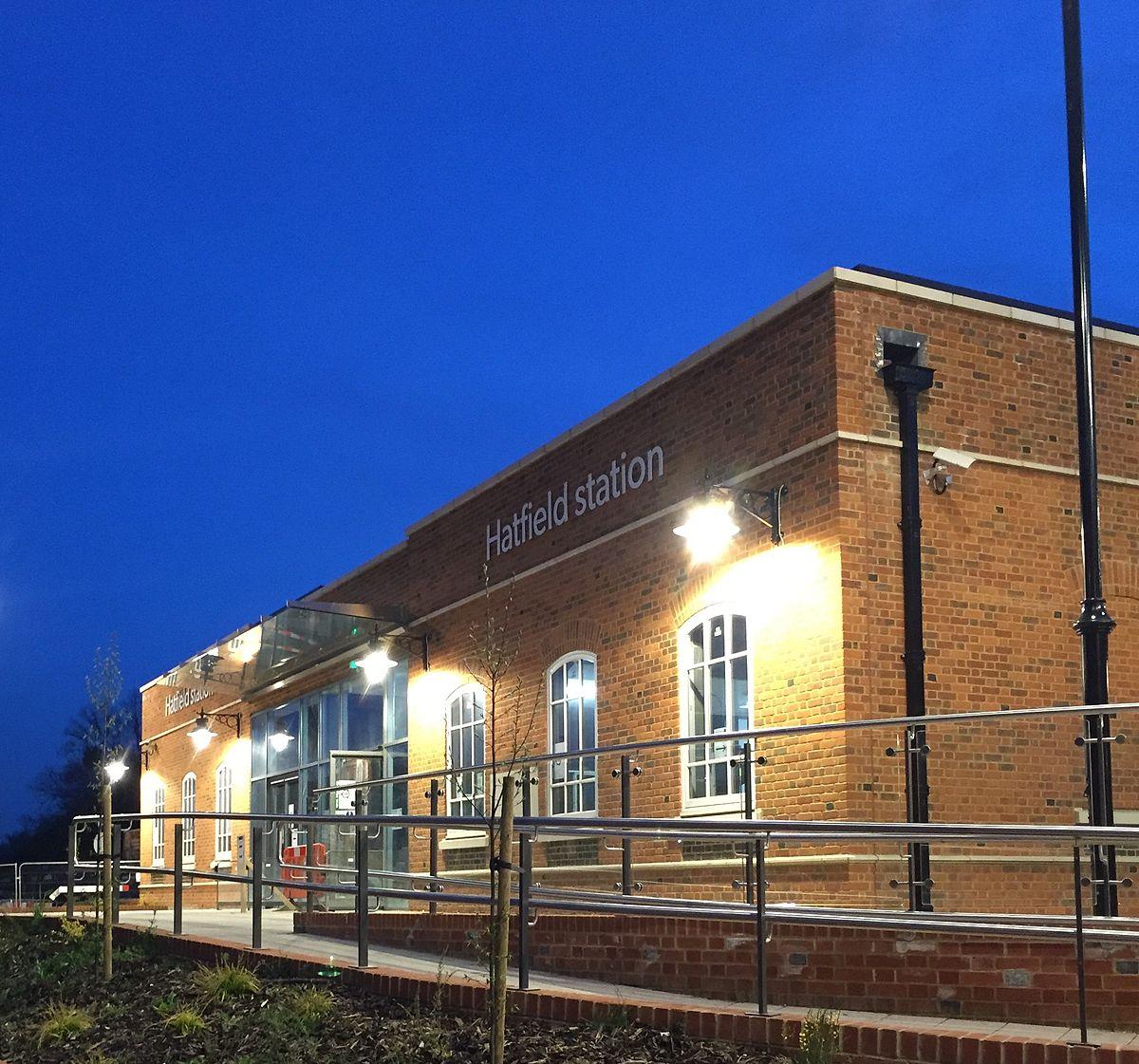 Hatfield railway station - Wikipedia