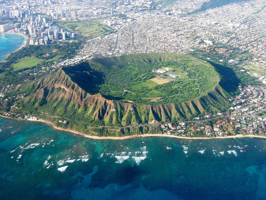 File:Head East Aerial View, Waikiki and Honolulu Hawaii ...