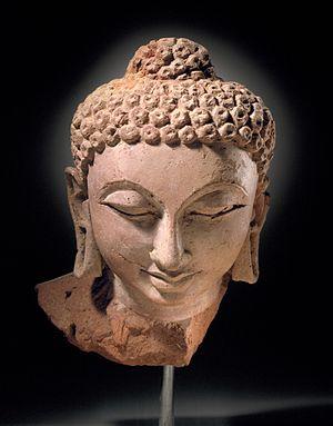 Devnimori - Terracotta head of Buddha Shakyamuni, Devnimori (375-400).