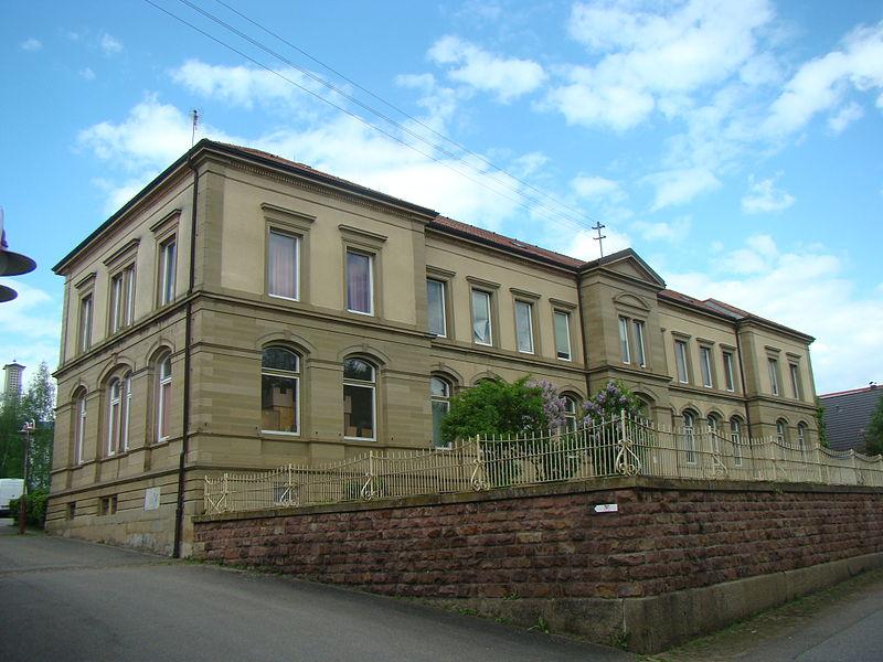 File:Helmstadt-schulhaus2015.JPG