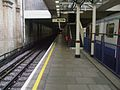 High Street Kensington stn bay platform 4 look north.JPG