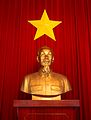 Ho Chi Minh statue and flag of Vietnam.jpg