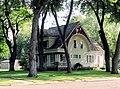 House in Sioux Center, IA 2005 (6583399759).jpg