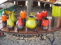 Hrnčířské trhy Beroun 2011, vázy polité teplými barvami.JPG