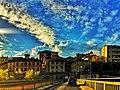 Il palazzo comunale visto dal Ponte sotto un magnifico cielo di primavera.jpg