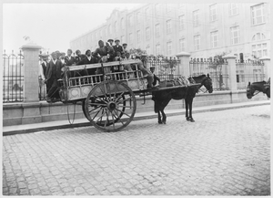 History of Boca Juniors - Immigrants transported on horse-drawn wagon in Buenos Aires, c. 1899.