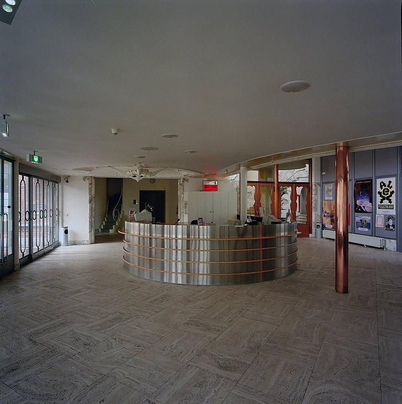Schouwburg kunstmin in dordrecht monument for Hal ingang