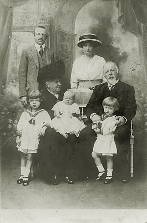 Brazilian imperial family - Isabel, de jure Empress of Brazil, and the Count of Eu with their son Prince Luís, his wife and children, 1913