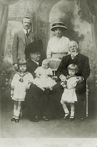 House of Orléans-Braganza - Isabel, de jure Empress of Brazil, and the Count of Eu with their son Prince Luís, his wife and children, in the Chateau d'Eu, 1913