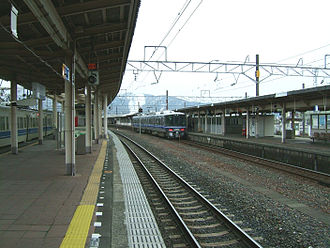 Tsuruga Station - The platforms in March 2007