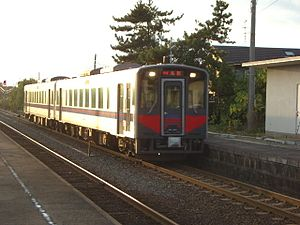 JRW Kiha 126 series DMU on Tottori Liner service at Shimoichi Station 20091116.jpg