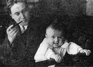 Jaroslav Seifert - Jaroslav Seifert with daughter Jana, 1931