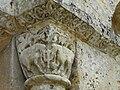 Javerlhac chapelle Saint-Robert chapiteaux portail.JPG