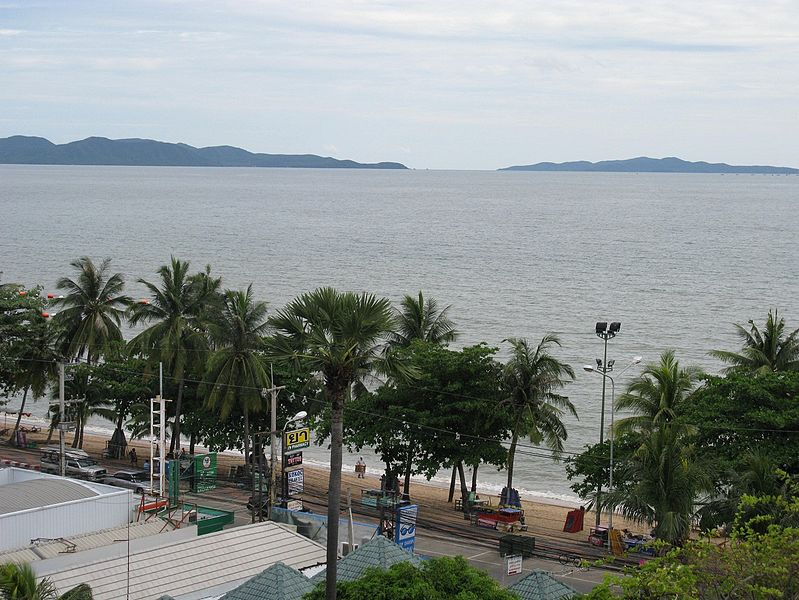 File:Jomtien Beach (5842526840).jpg