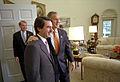 José María Aznar y George W. Bush Despacho Oval 2001-11-28.jpg