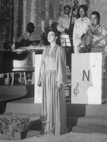 220px-Josephine_Baker_sings_the_National