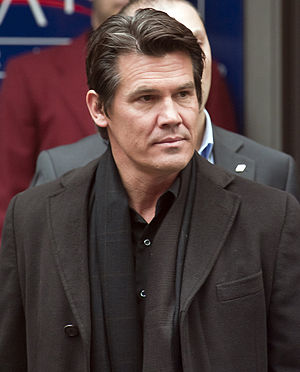 Josh Brolin leaving the press conference of Tr...